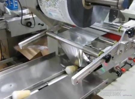 Машина для упаковки мороженого в вафельных стаканчиках