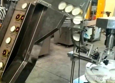 Приспособление для установки крышек в нужном положении